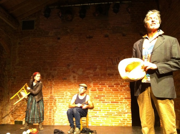 vera vuz #monicabonomi teatro out off @outoff